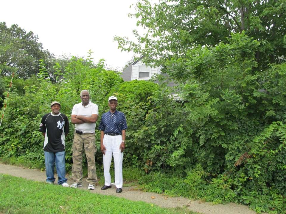 Neighbors Fred Lloyd, James Robinson and Nathan Bright