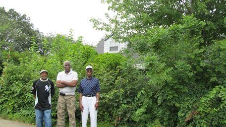 Neighbors Fred Lloyd, James Robinson and Nathan Bright