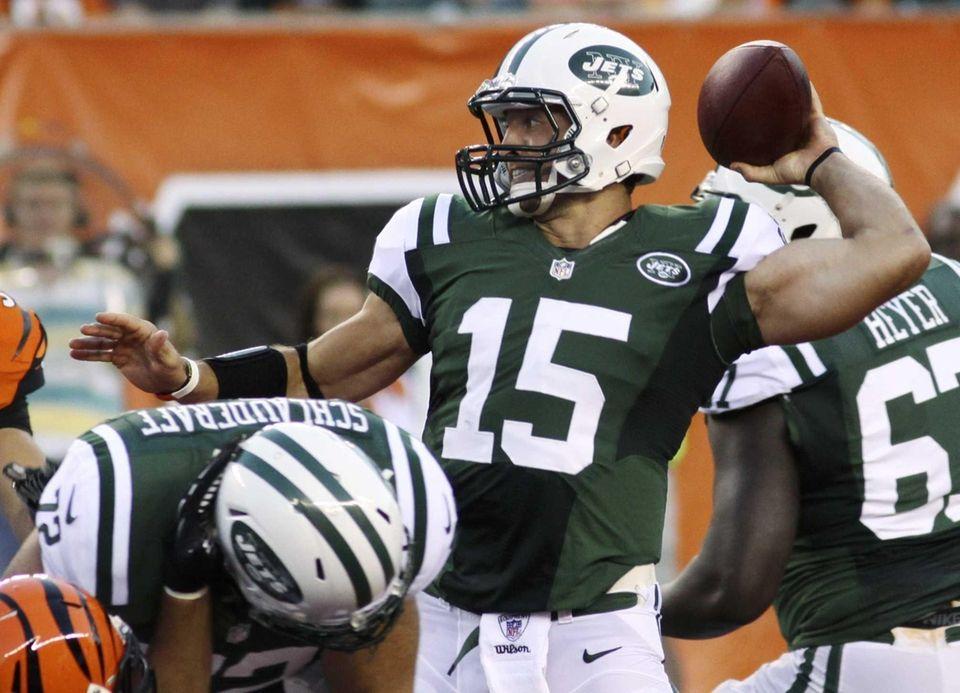 Jets quarterback Tim Tebow passes against the Cincinnati