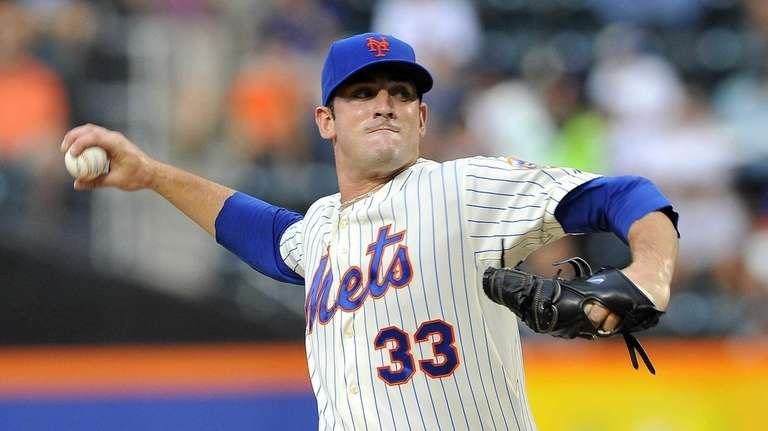 Matt Harvey pitches against the Braves at Citi