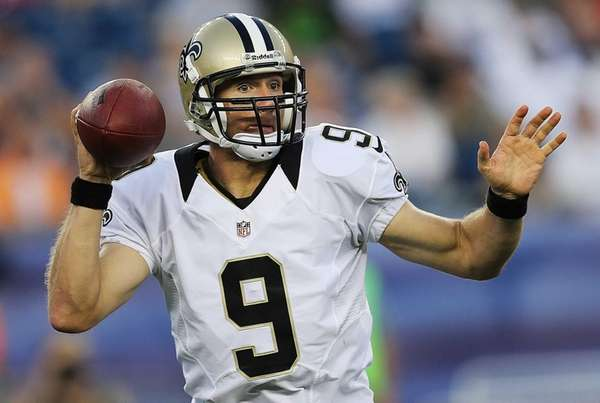 Drew Brees of the New Orleans Saints throws