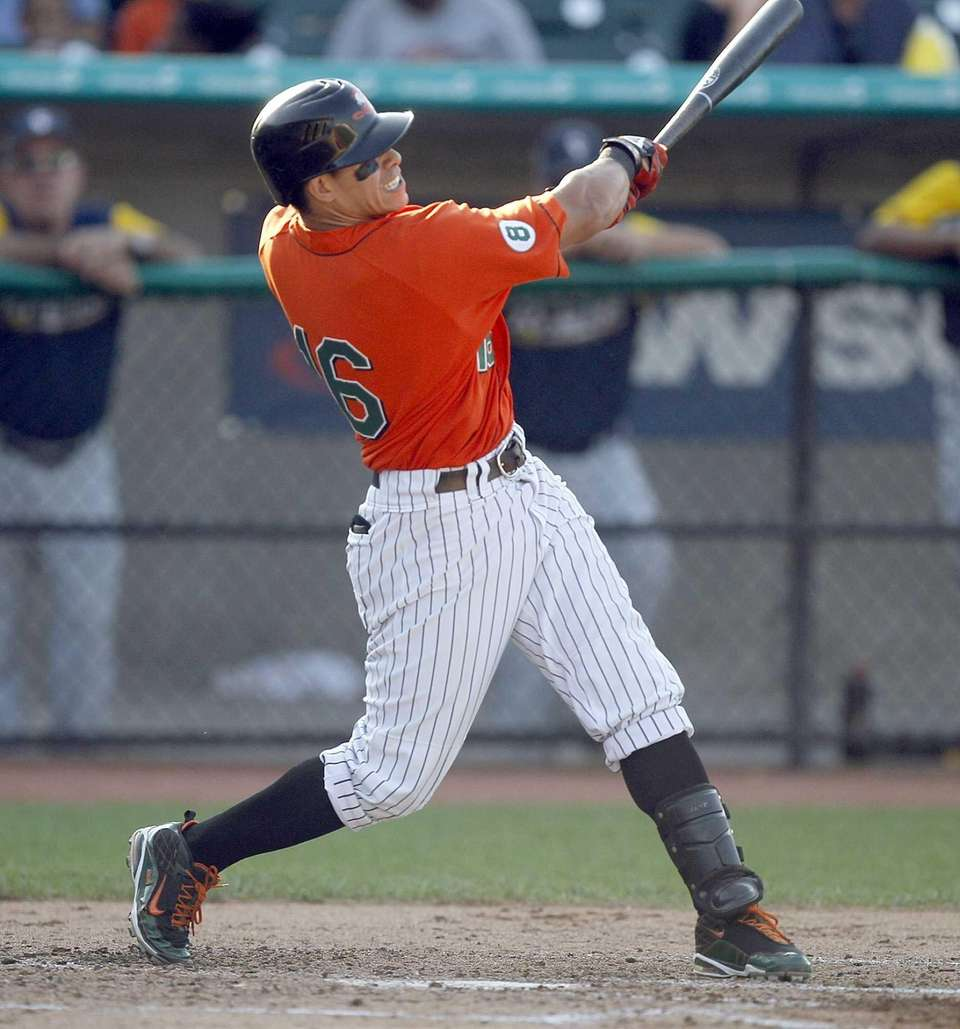 Ducks DH Ray Navarrete hits a two-run home