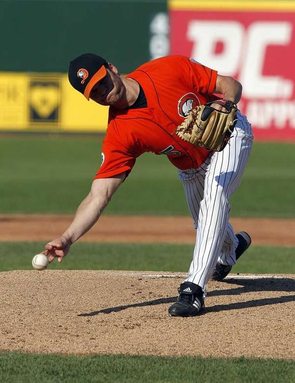 Chris Hayes pitches to York. (August 12, 2012)