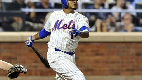 Jordany Valdespin follows through with his home run