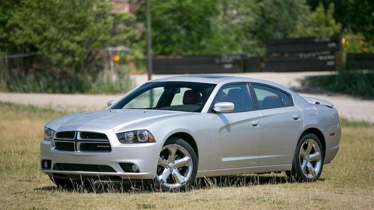 Dodge Charger Gas Mileage >> 2012 Dodge Charger Adds Features Boosts Mpg Newsday