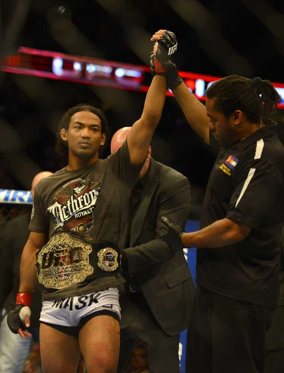 Benson Henderson celebrates his win over Frankie Edgarin