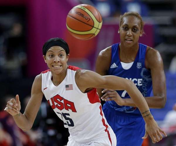 United States' Candace Parker and France's Sandrine Gruda,