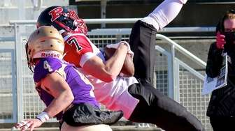 Plainedge WR Donovan Pepe makes the catch over