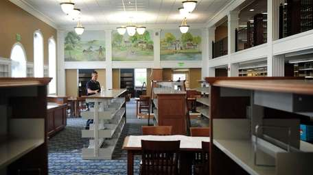The main reading room of the Smithtown Public