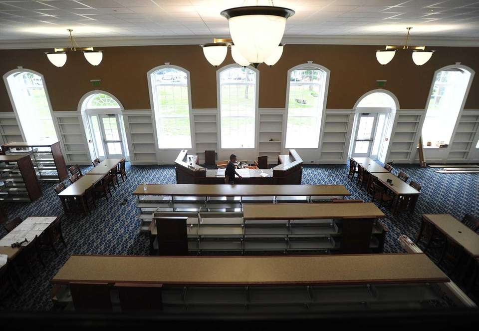 The main reading room of the Smithtown library.