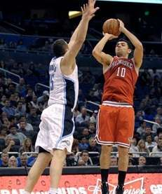 Milwaukee Bucks forward Carlos Delfino, right, of Argentina,