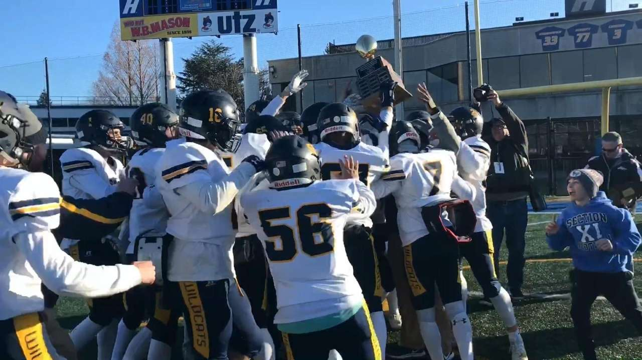 Highlights and reaction from Shoreham-Wading River's 49-7 victory