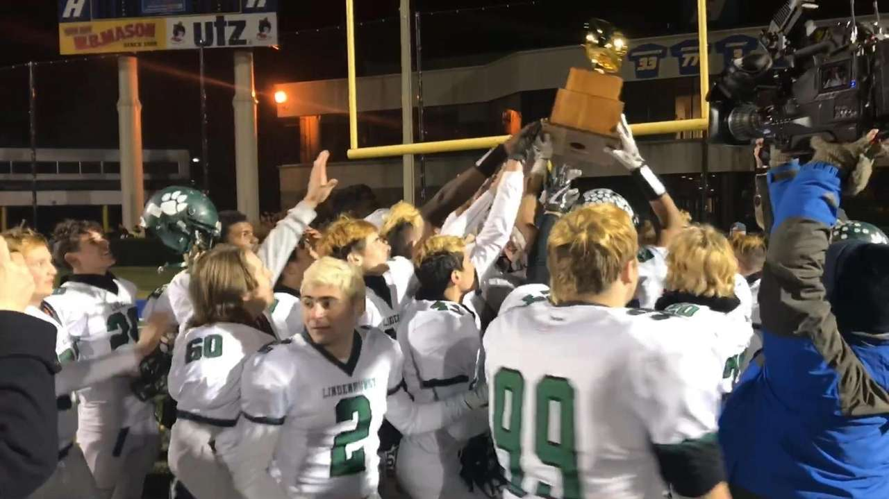Lindenhurst football defeated Garden City, 14-13, to win