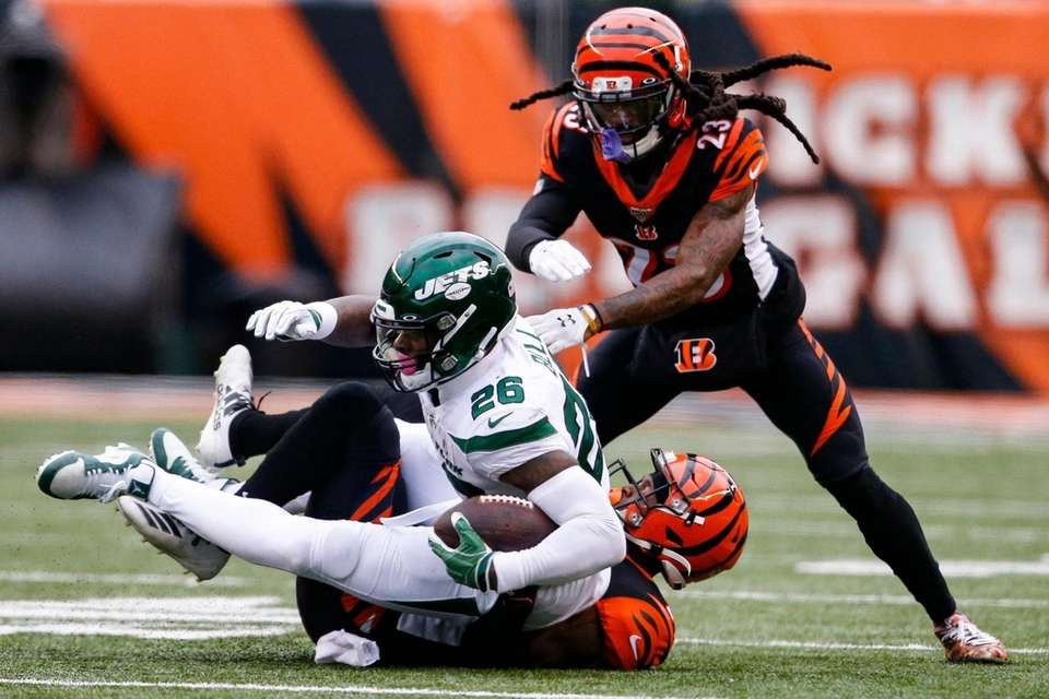 Jets running back Le'Veon Bell is tackled by