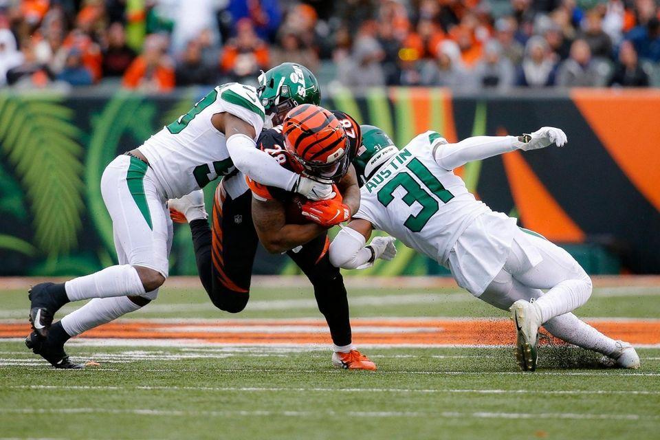 Cincinnati Bengals running back Joe Mixon runs the