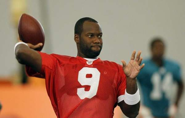 David Garrard practices with the Miami Dolphins during