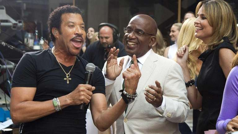 Lionel Richie, left, sings with Al Roker and