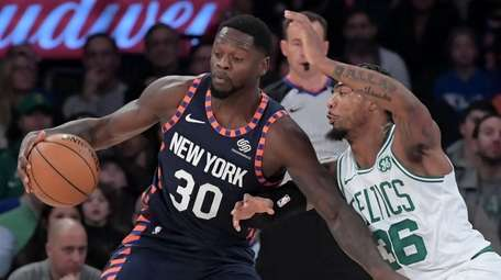 Julius Randle of the Knicks is guarded closely