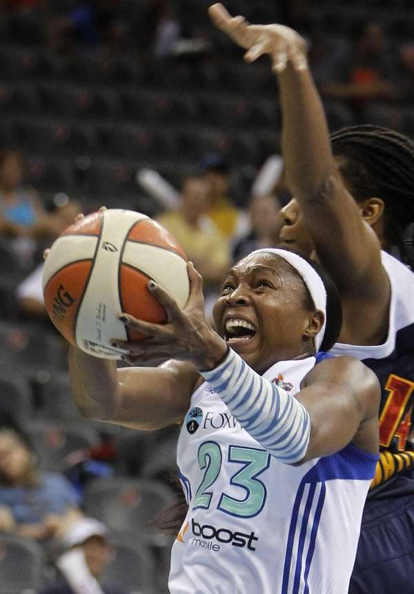 Cappie Pondexter goes to the basket against Connecticut's