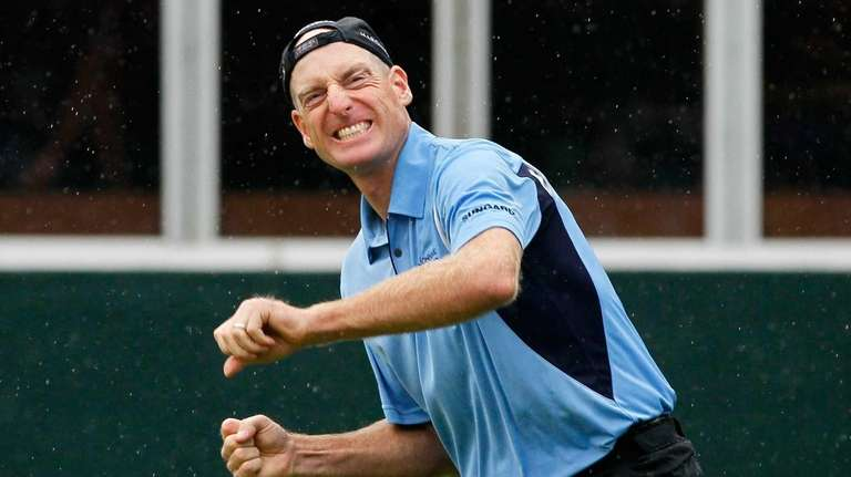 Jim Furyk celebrates winning the FedExCup at East