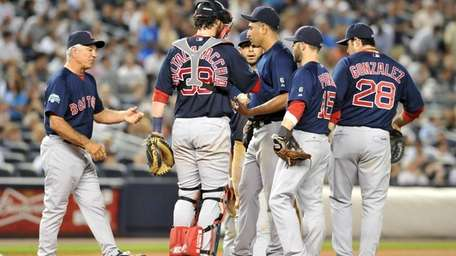 Red Sox manager Bobby Valentine pulls starting pitcher