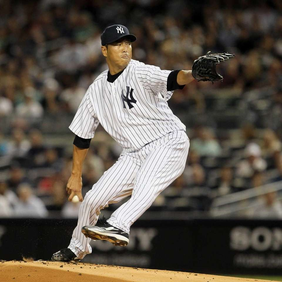 Hiroki Kuroda pitches against the Red Sox. (Aug.