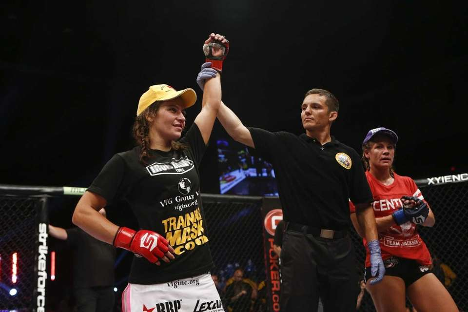 Miesha Tate submitted Julie Kedzie with an armbar