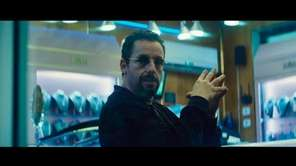 A charismatic jeweler (Adam Sandler) makes a high-stakes