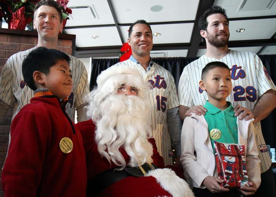 David Wright reprised the role of Santa Claus