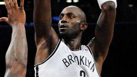 Nets forward Kevin Garnett shoots past Magic forward/center