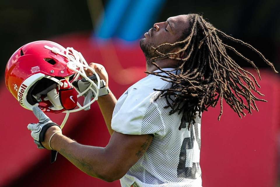 Georgia linebacker Jarvis Jones puts on his helmet