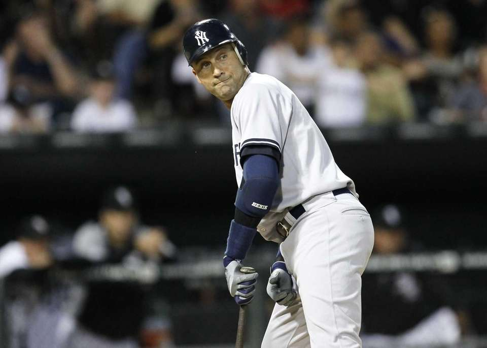 Derek Jeter watches as Chicago White Sox right