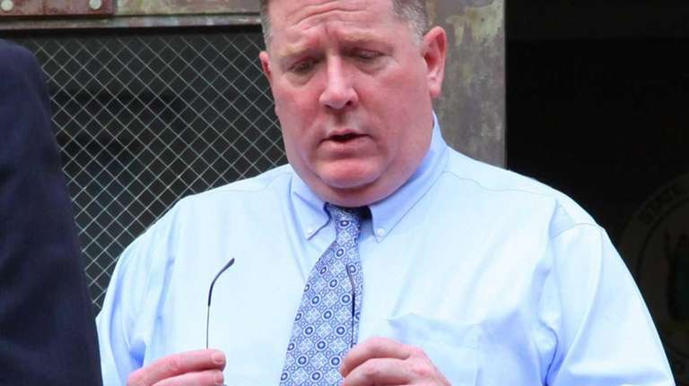 Raymond Roth arrives at Nassau County Court in