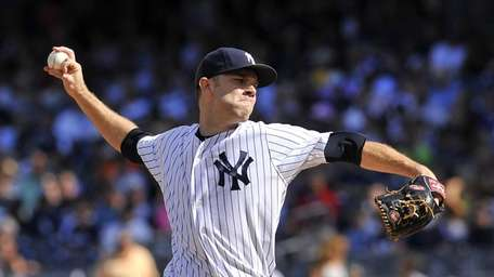 David Phelps pitches during a game against the