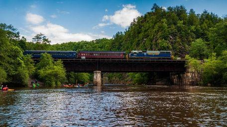 DB0N69 train on bridge crossing the Lehigh River