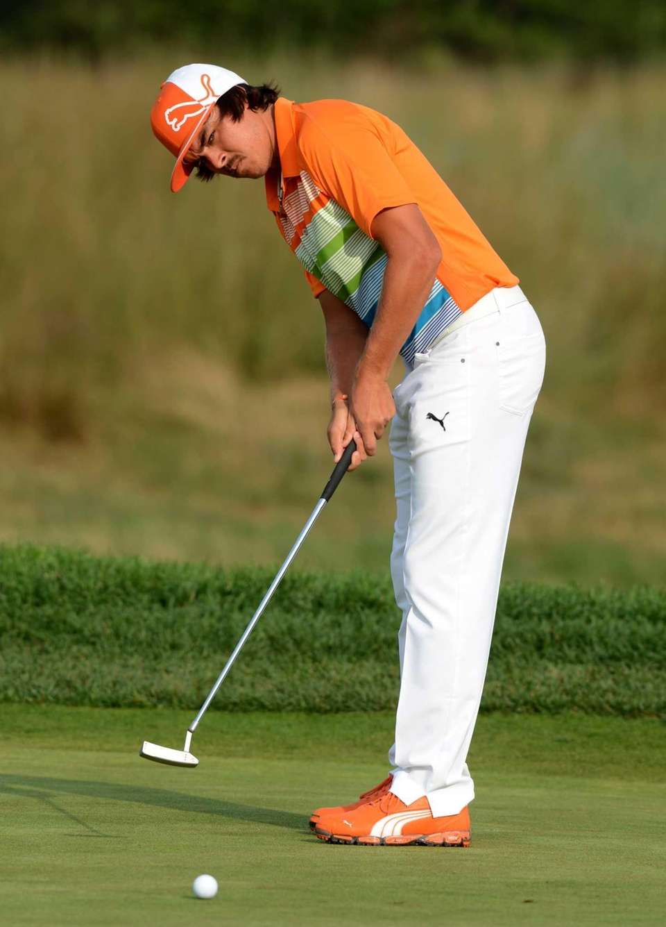 Rickie Fowler putts on the 11th hole. (Aug.