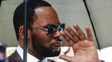 R. Kelly departs from the Leighton Criminal Court