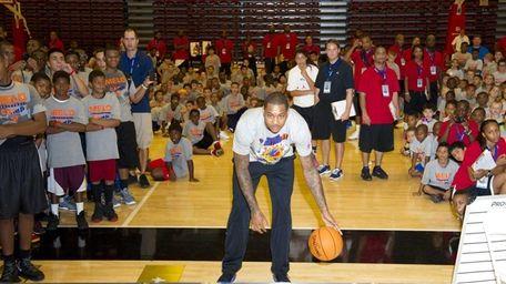 Carmelo Anthony plays NBA Baller Beats, a basketball