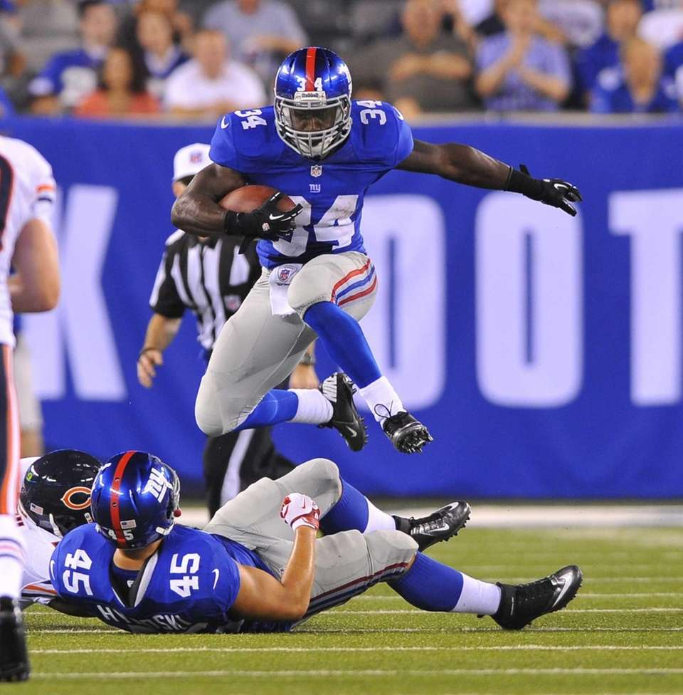 David Wilson leaps over Henry Hynoski to pick