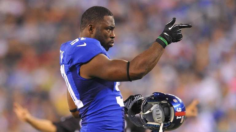 Justin Tuck signals to his defensive teammates. (Aug.