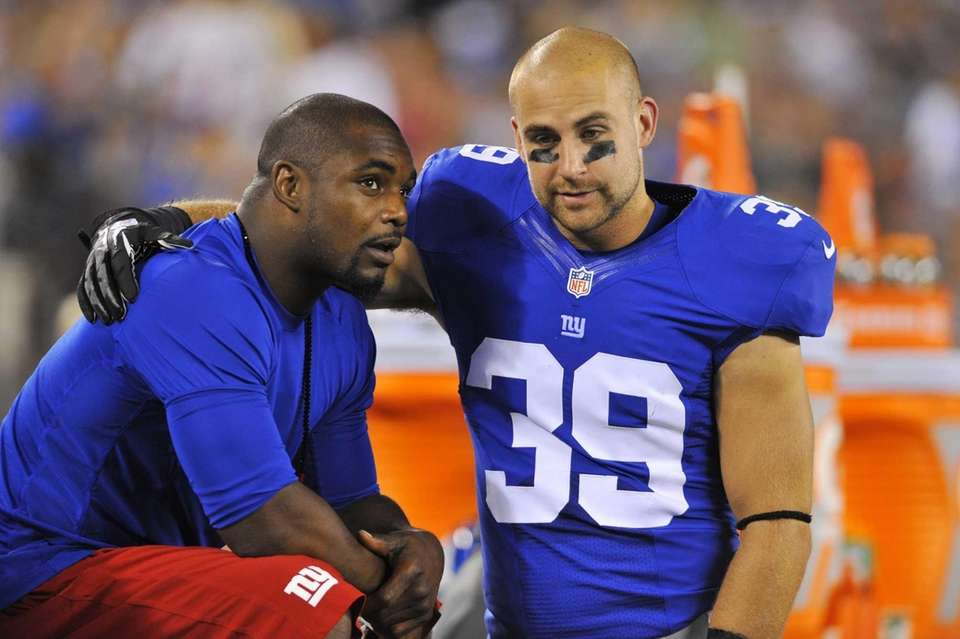 Tyler Sash, right, and Ahmad Bradshaw talk on