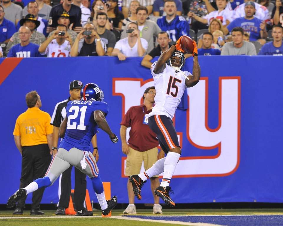 Bears wide receiver Brandon Marshall beats Kenny Philips