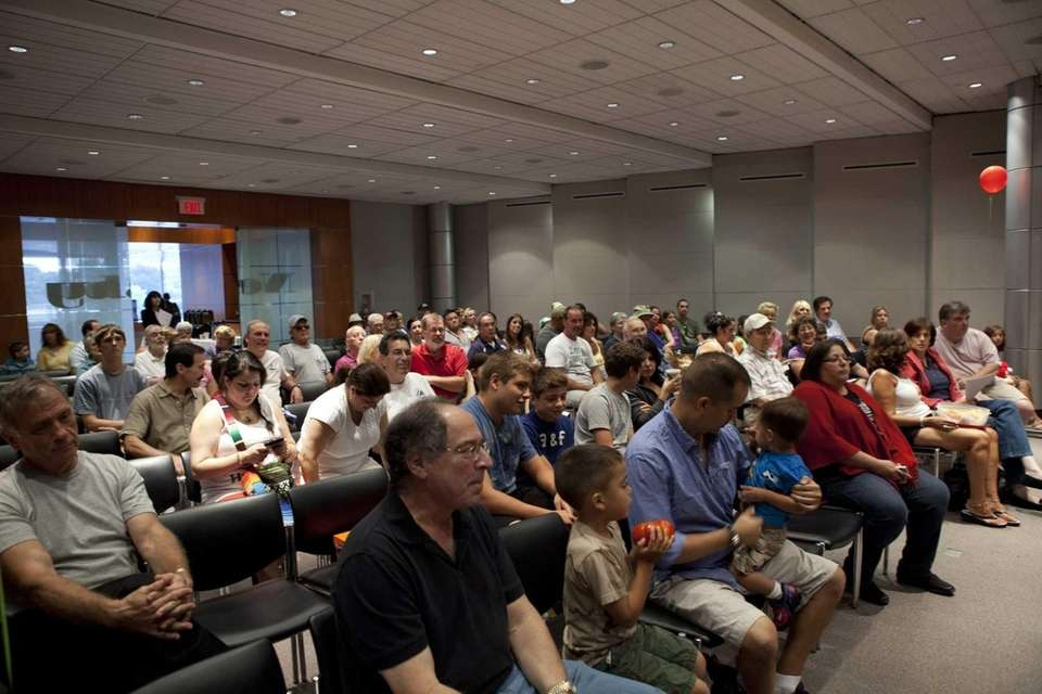 The audience watches a slideshow of tomato-growing tips