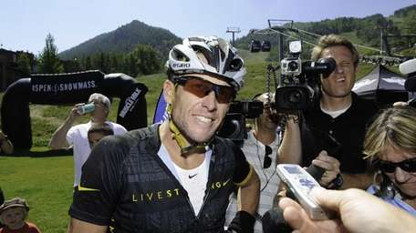 Lance Armstrong finishes the Power of Four Mountain