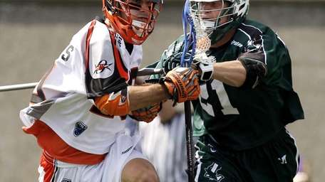 Jeremy Sieverts of the Denver Outlaws carries the