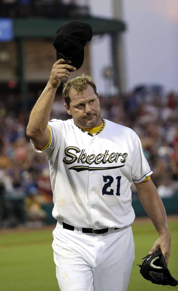 Sugar Land Skeeters pitcher Roger Clemens acknowledges the