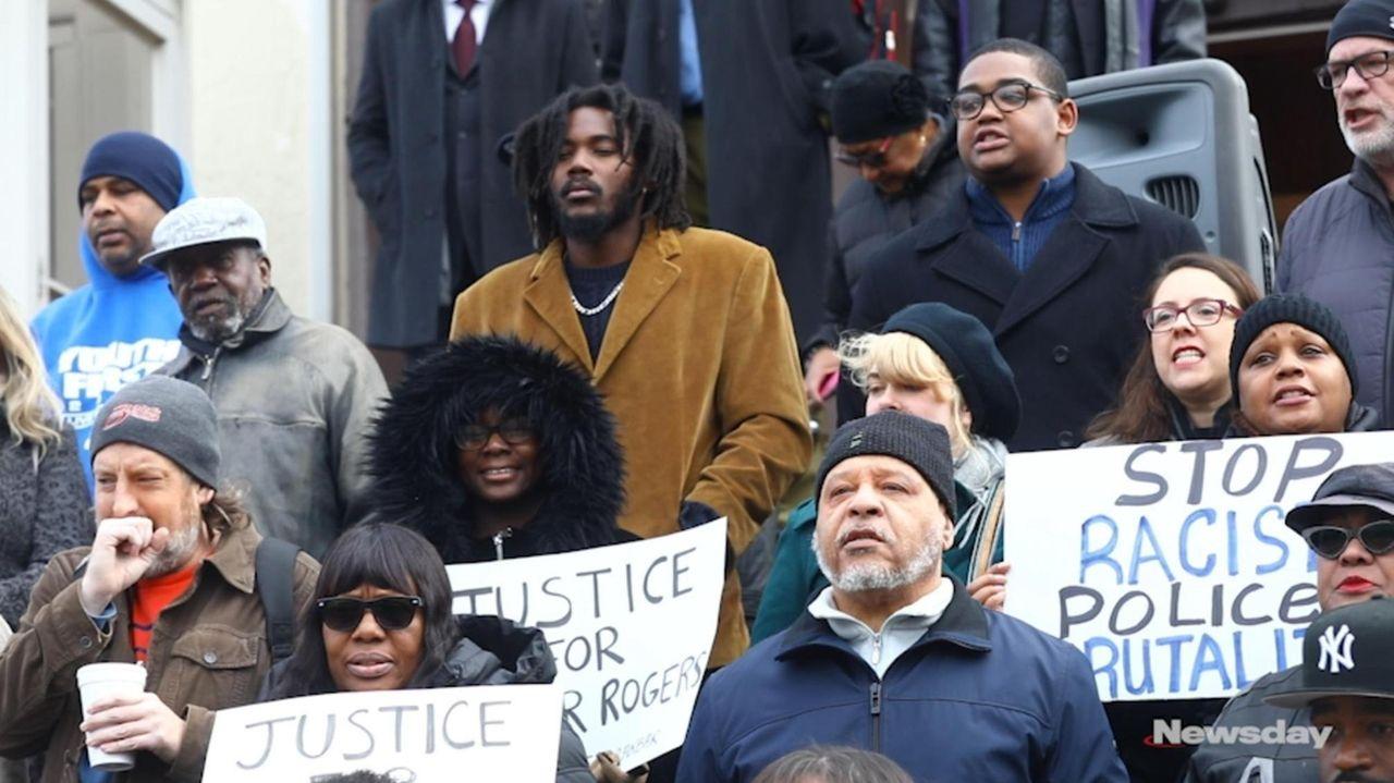 Activists gathered in Freeport on Fridayto denounce thecontroversialarrest