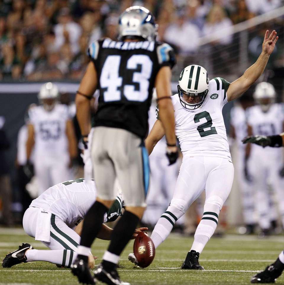 New York Jets kicker Nick Folk (2) kicks