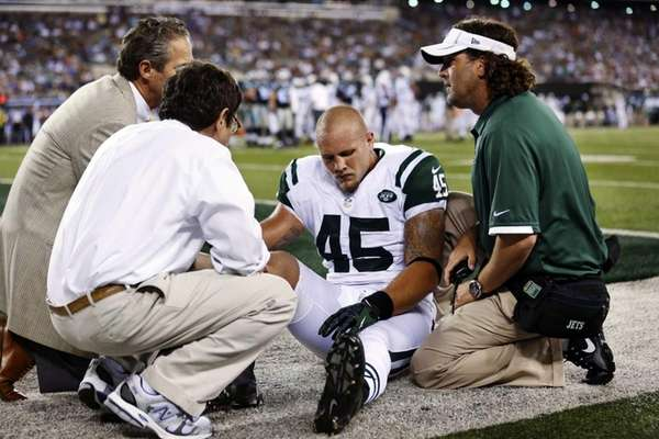 Trainers help New York Jets tight end Josh