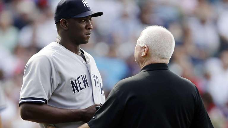 New York Yankees relief pitcher Rafael Soriano, left,